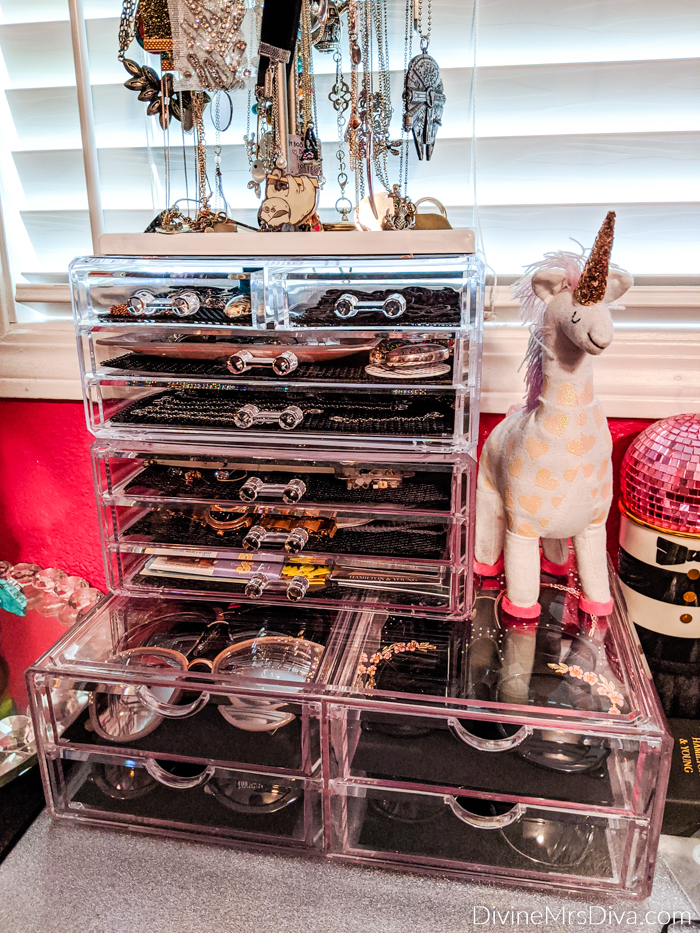 In her latest Afternoon Live segment, Hailey shares her tips and tricks for organizing and storing a variety of accessories. - DivineMrsDiva.com #afteroonlive #katu #storage #organization #accessories #homedecor