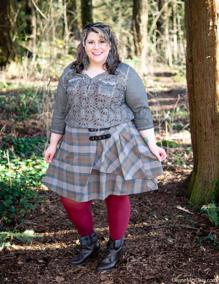 Her Universe Outlander Collection: Tartan Buckle Skirt - DivineMrsDiva.com #HerUniverse #Outlander #OutlanderFashion #plussizefashion #psootd #ootd #plussizeclothing #outfit #style #40style #40plusblogger #psblogger #plussize #styleblogger #plussizeblogger