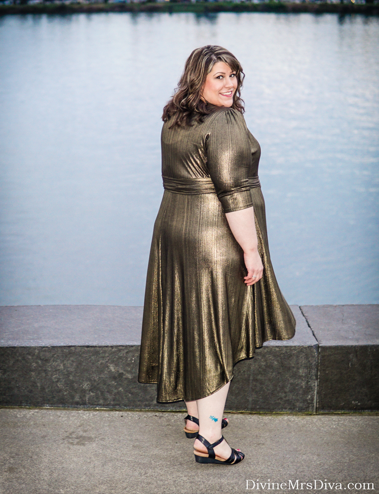 Hailey's shining bright in the Monroe Metallic Wrap Dress by Kiyonna! Check out the full review on the blog! - DivineMrsDiva.com #Kiyonna #KiyonnaStyle #psblogger #plussizeblogger #styleblogger #plussizefashion #plussize #psootd #ootd #plussizeclothing #outfit #style #holiday #holidaystyle #partydress #wrapdress