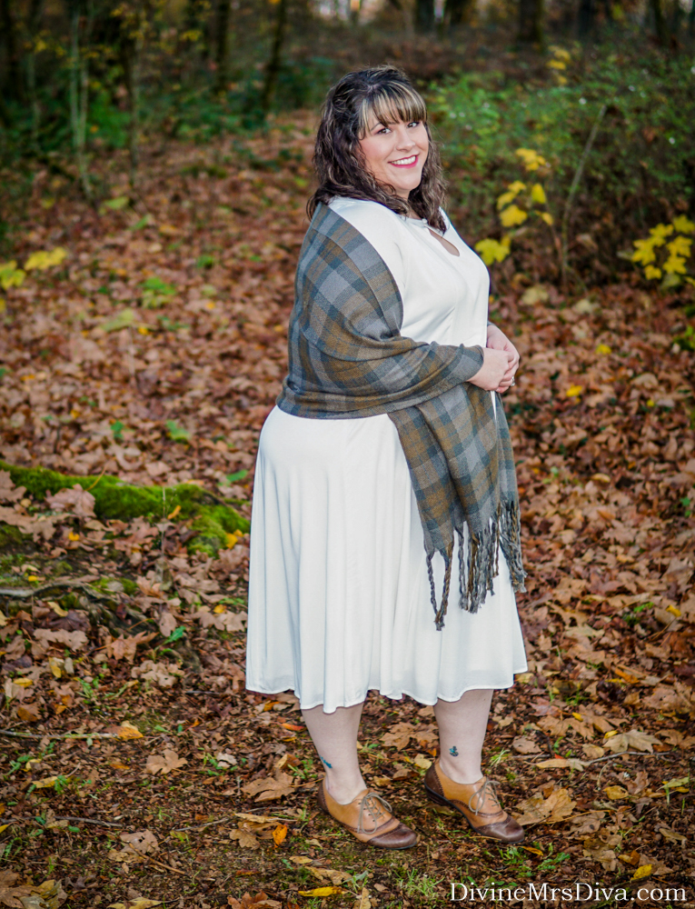 Reviewing the Claire Ivory Keyhole Dress and Navy Bell Sleeve Hi-Lo Midi Dress from Torrid's 2019 Outlander Collection – DivineMrsDiva.com #psblogger #plussizeblogger #styleblogger #plussizefashion #plussize #psootd #ootd #plussizeclothing #outfit #style #Outlander #outlanderfashion #torrid #Torridinsider #Feelthefit