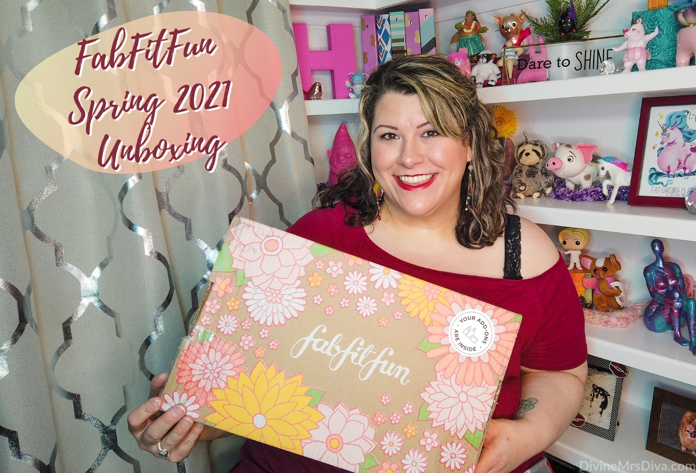 In today's post, Hailey unboxes her spring FabFitFun box! - DivineMrsDiva.com #FabFitFun #unboxing #subscriptionbox #beauty #makeup #haircare #skincare #beautybag #beautybox